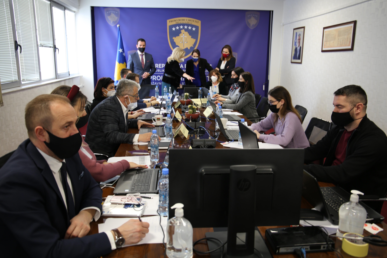 Predstavnici Američke Ambasade posetili operativnu prostoriju za izbore