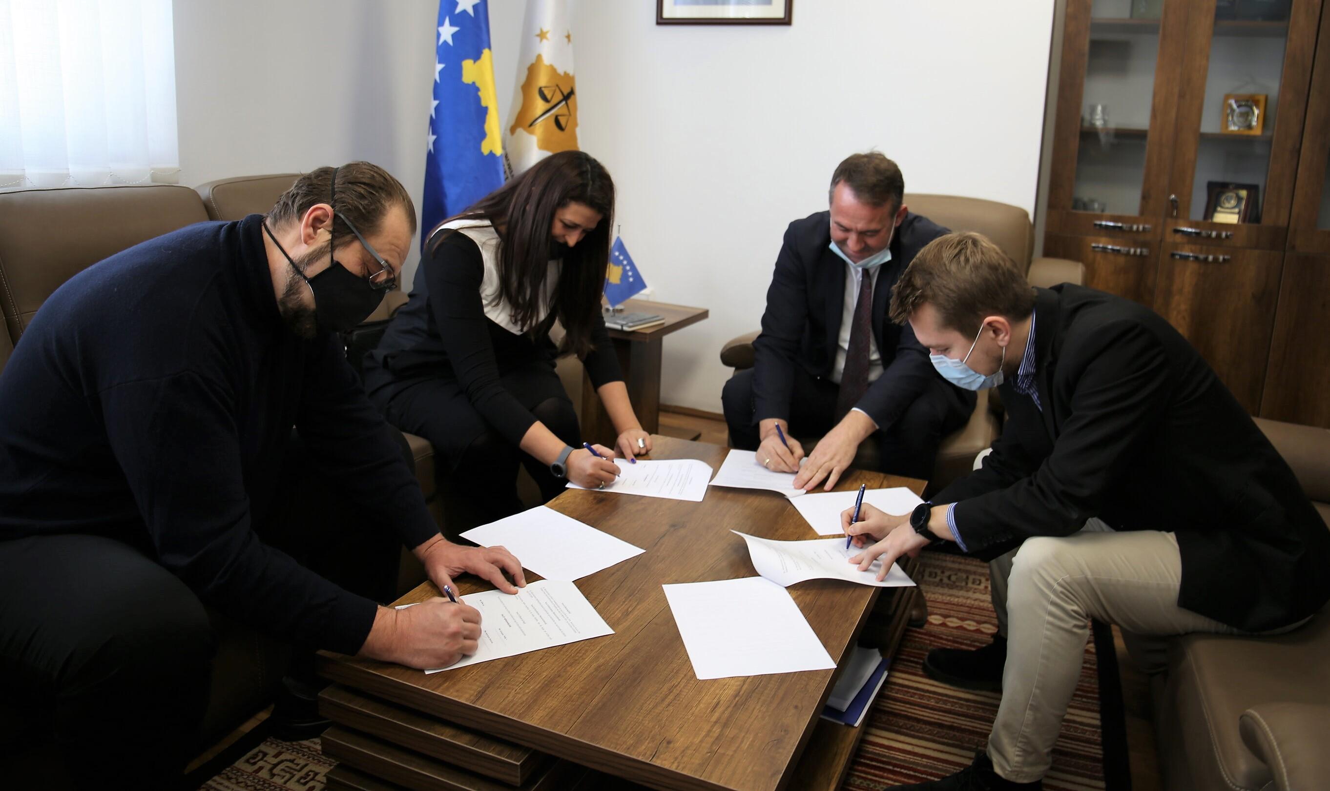TSK, FOL, Internews Kosova i Debate Center potpisali su memorandum sporazuma