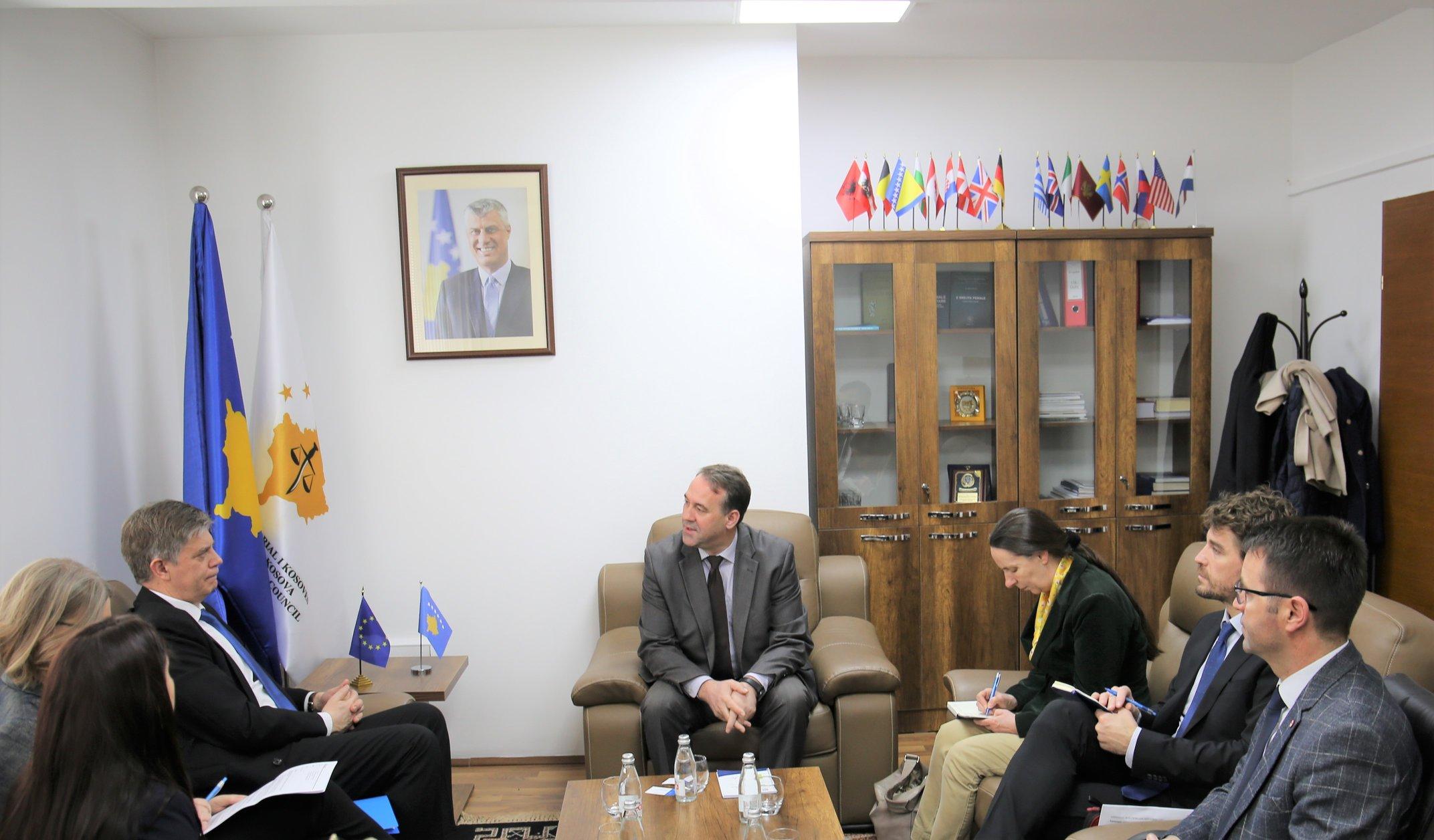 Kryesuesi i Këshillit Prokurorial, Bahri Hyseni, priti në takim Shefin e ri të EULEX-it, Lars – Gunnar Wigemark