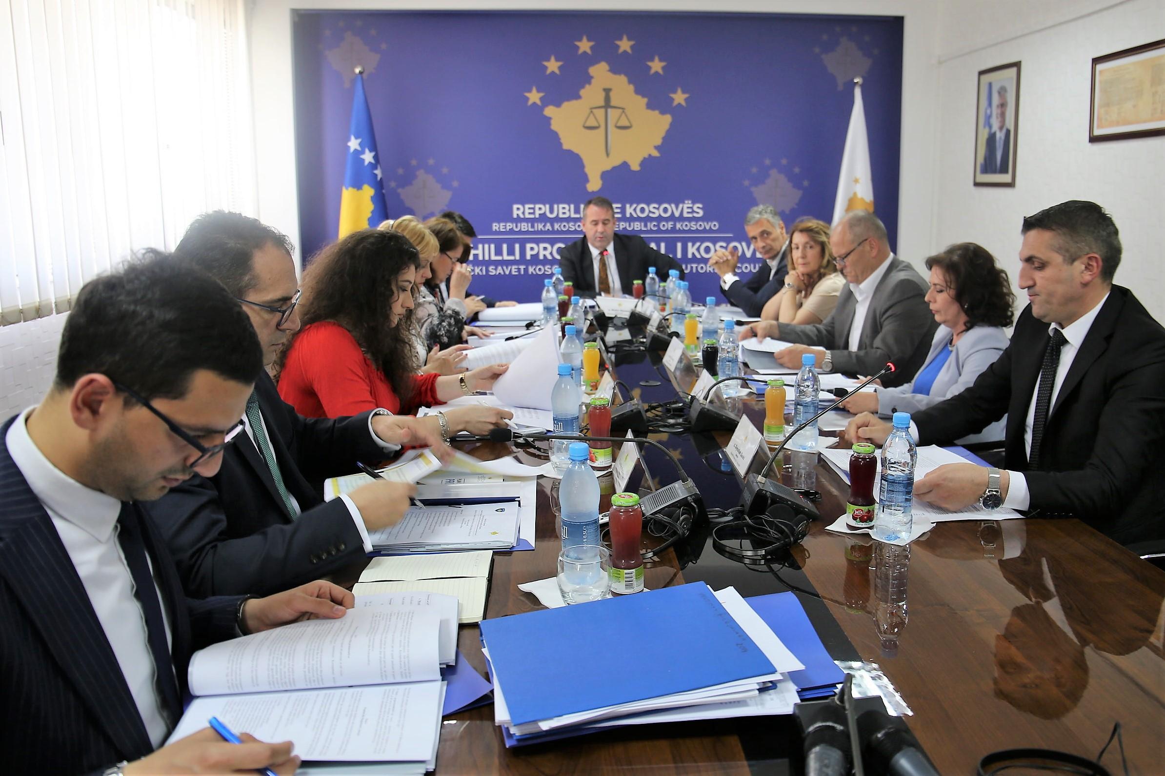 Odluka - Esencijalno se smajuju aktivnosi u okviru Tužilačkog Saveta Kosova i Državnog Tužioca
